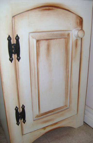 Royal Furniture Refinishing -- Toronto -- Repairs, restorations and refinishing services - Milk paint, distress finish.
